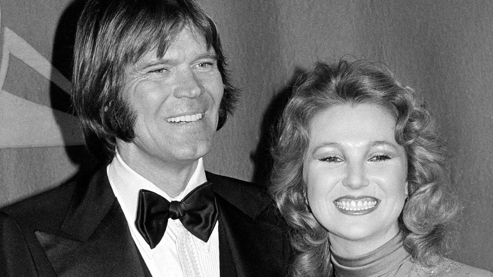 Glen Campbell and Tanya Tucker at the Grammy Awards in 1979, when they were engaged. (Associated Press)