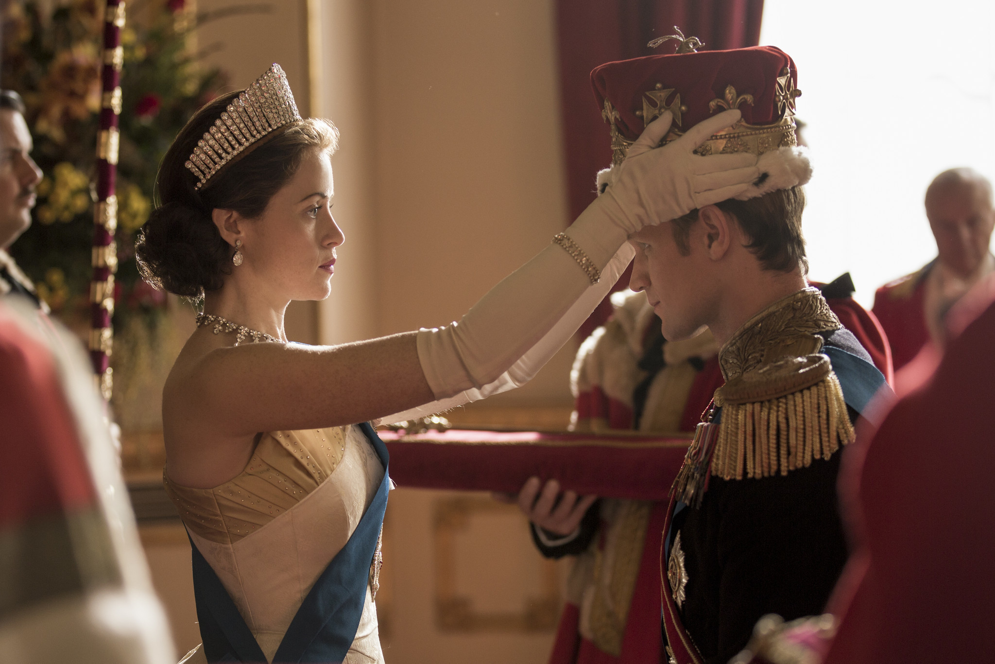 queen elizabeth ii faces humiliation and scandal in 39 the crown 39 season 2 trailer la times. Black Bedroom Furniture Sets. Home Design Ideas