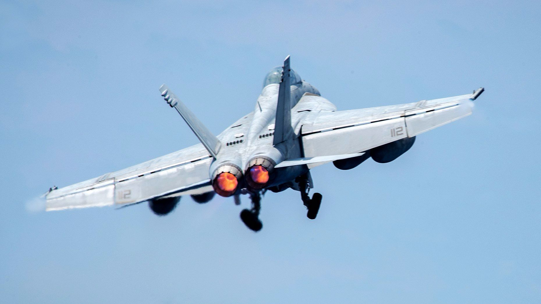 U.S. fighter jet crash-lands at Bahrain International Airport