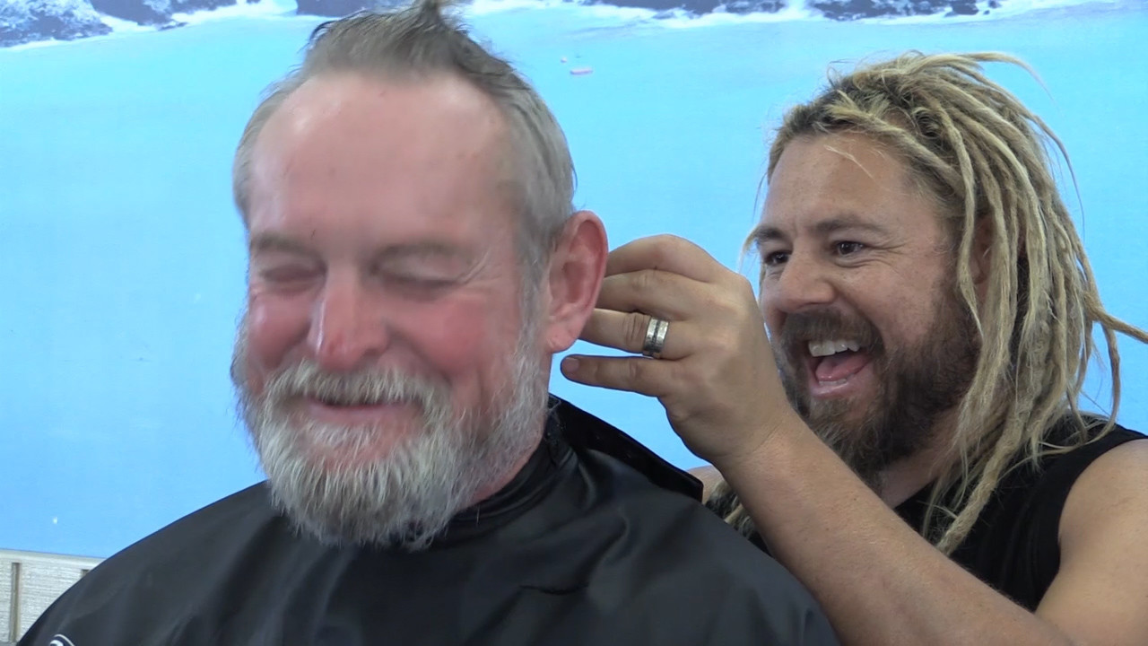 Stylist To The Stars Cuts Hair For Carlsbad Homeless The San Diego