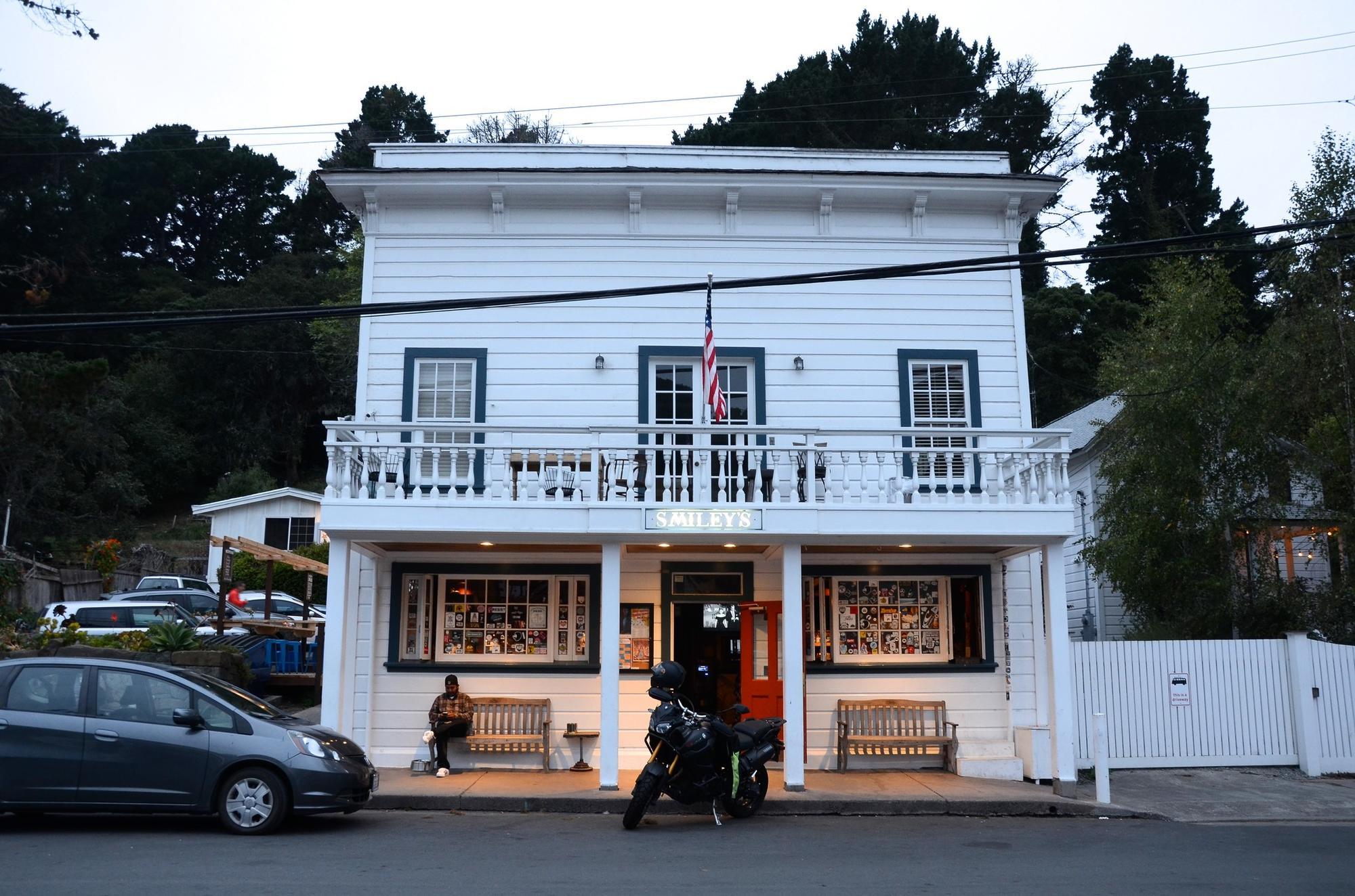 Smiley's Schooner Saloon & Hotel, Bolinas, Ca.