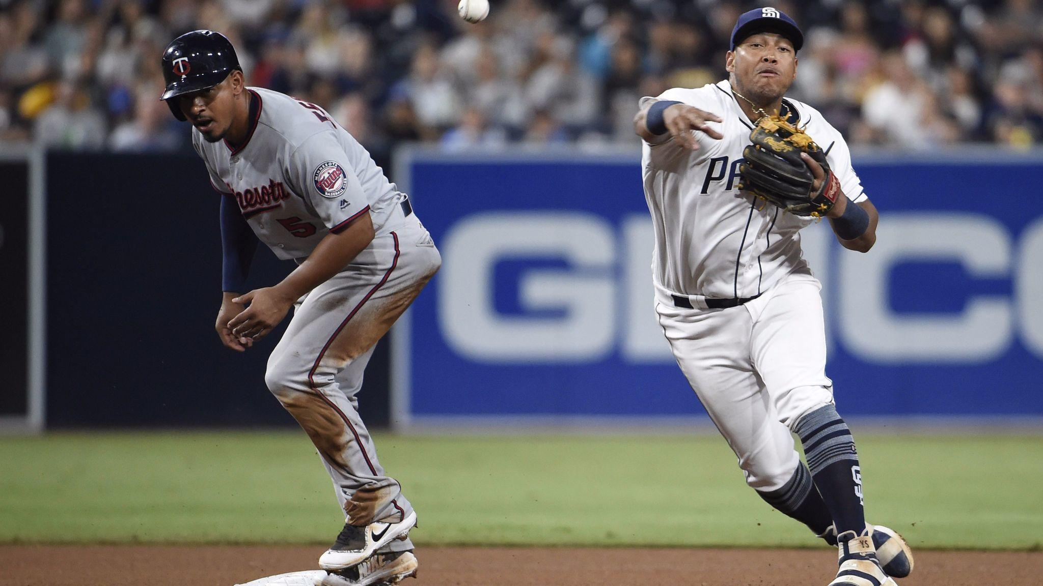 Sd-sp-padres-yangervis-solarte-testing-moves-at-shortstop-20170815