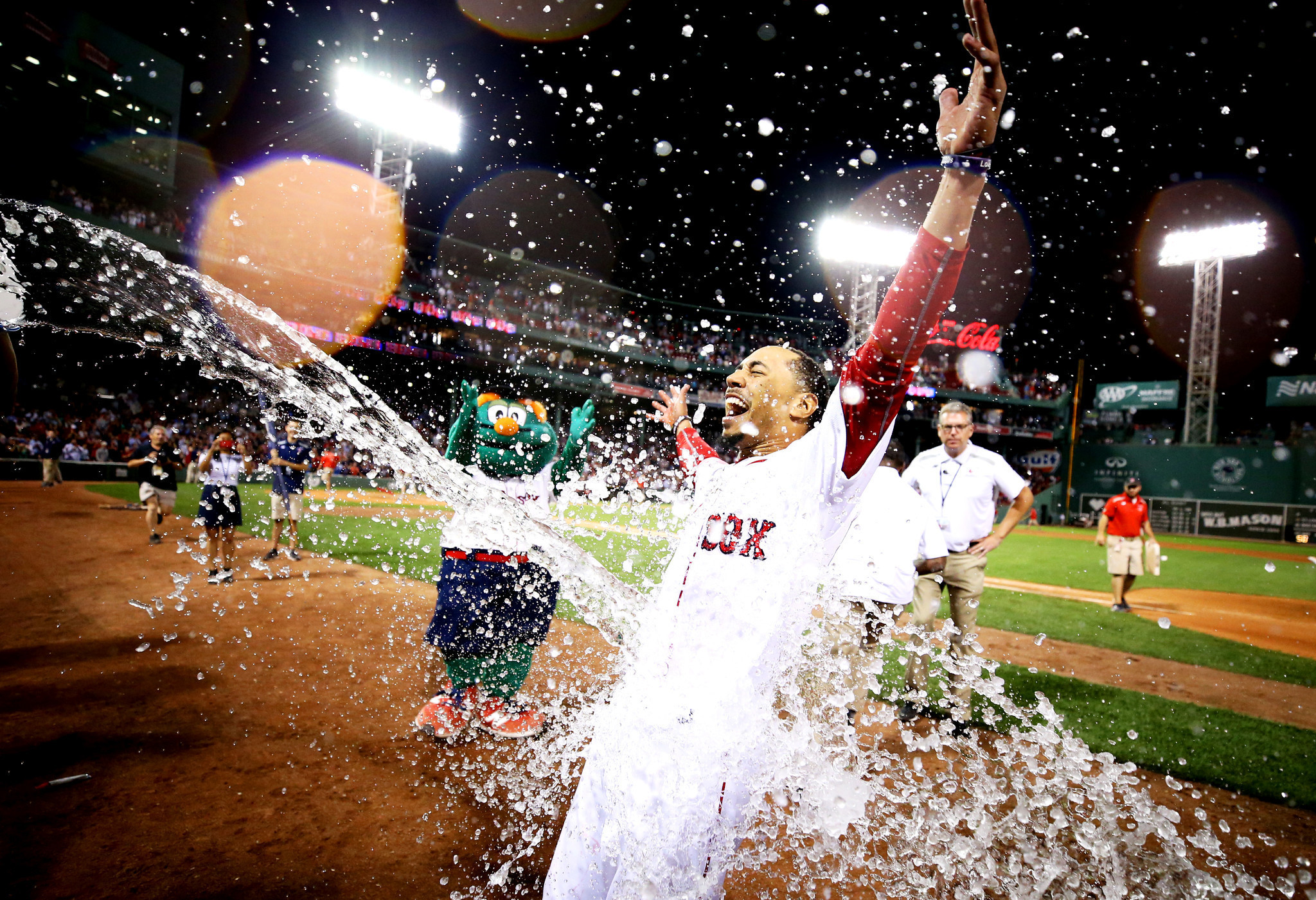 Hc-red-sox-walk-off-with-5-4-win-over-cardinals-20170817