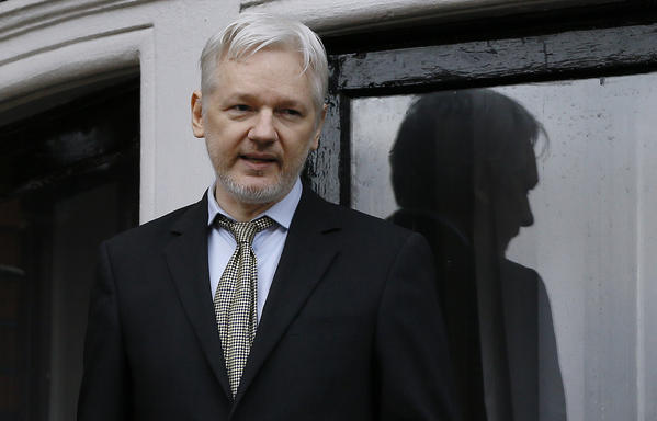 Assange Meets Rep. Rohrabacher, Vows to Prove Leaks Didn't Come From Russia