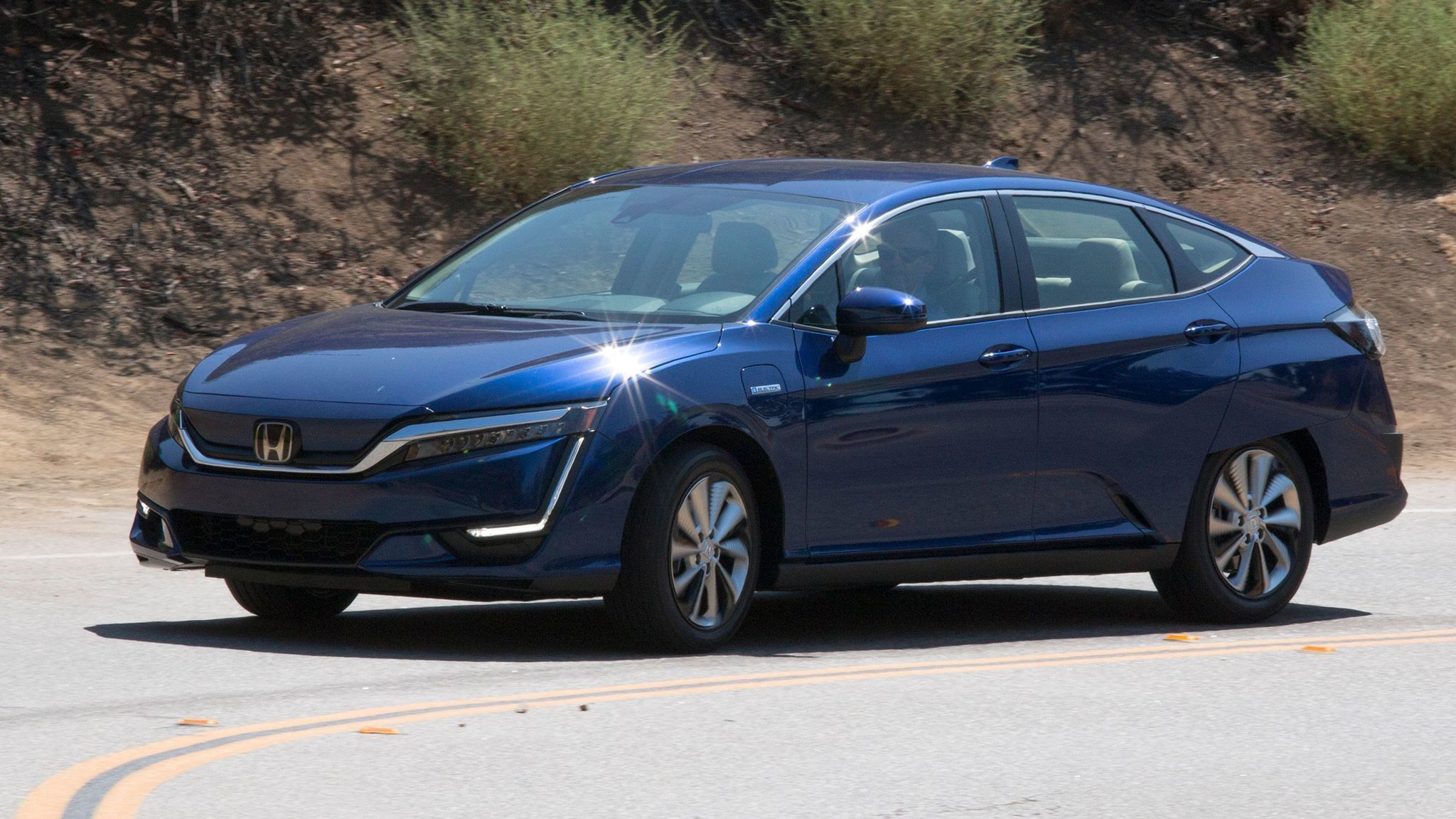 honda clarity electric a plug in bev with mid size sedan style la times. Black Bedroom Furniture Sets. Home Design Ideas