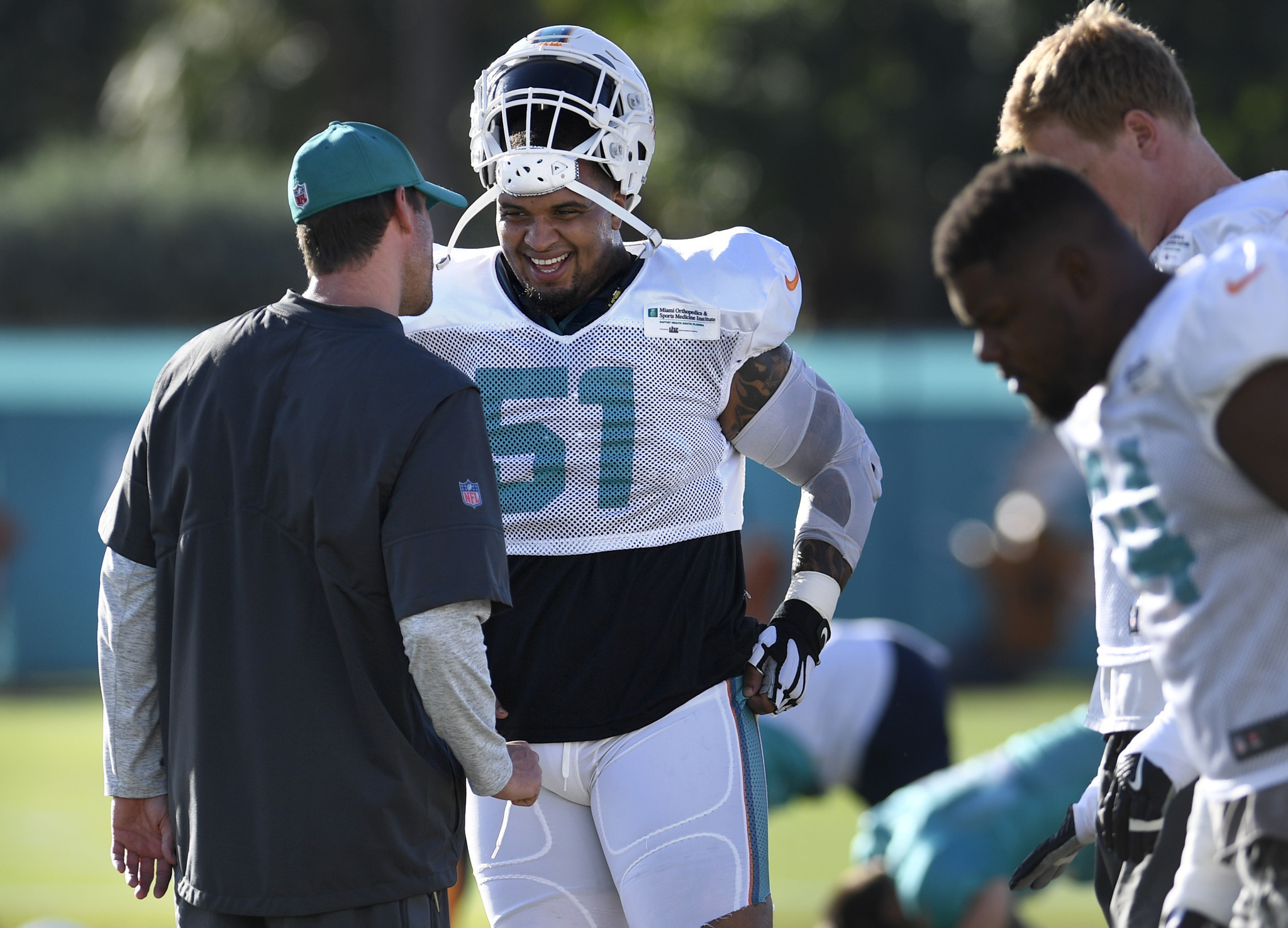 Mike Pouncey practices against Eagles Dolphins preparing center
