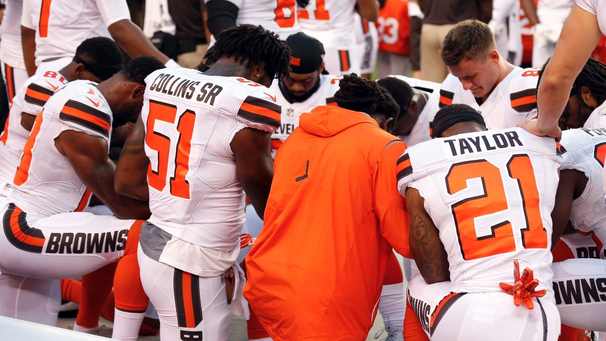 NFL notes: Cleveland's Seth DeValve is first white NFL player to kneel during national anthem