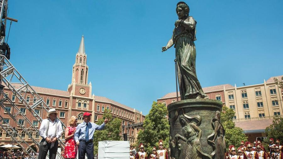 Sculptor Christopher Slatoff stands with USC First Lady Niki C. Nikias and USC President C. L. Max Nikias before a towering Hecuba. (via USC)