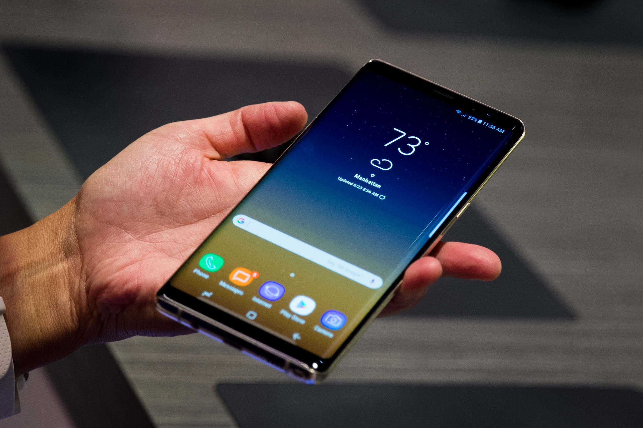 first impressions of samsung 39 s galaxy note 8 chicago tribune. Black Bedroom Furniture Sets. Home Design Ideas