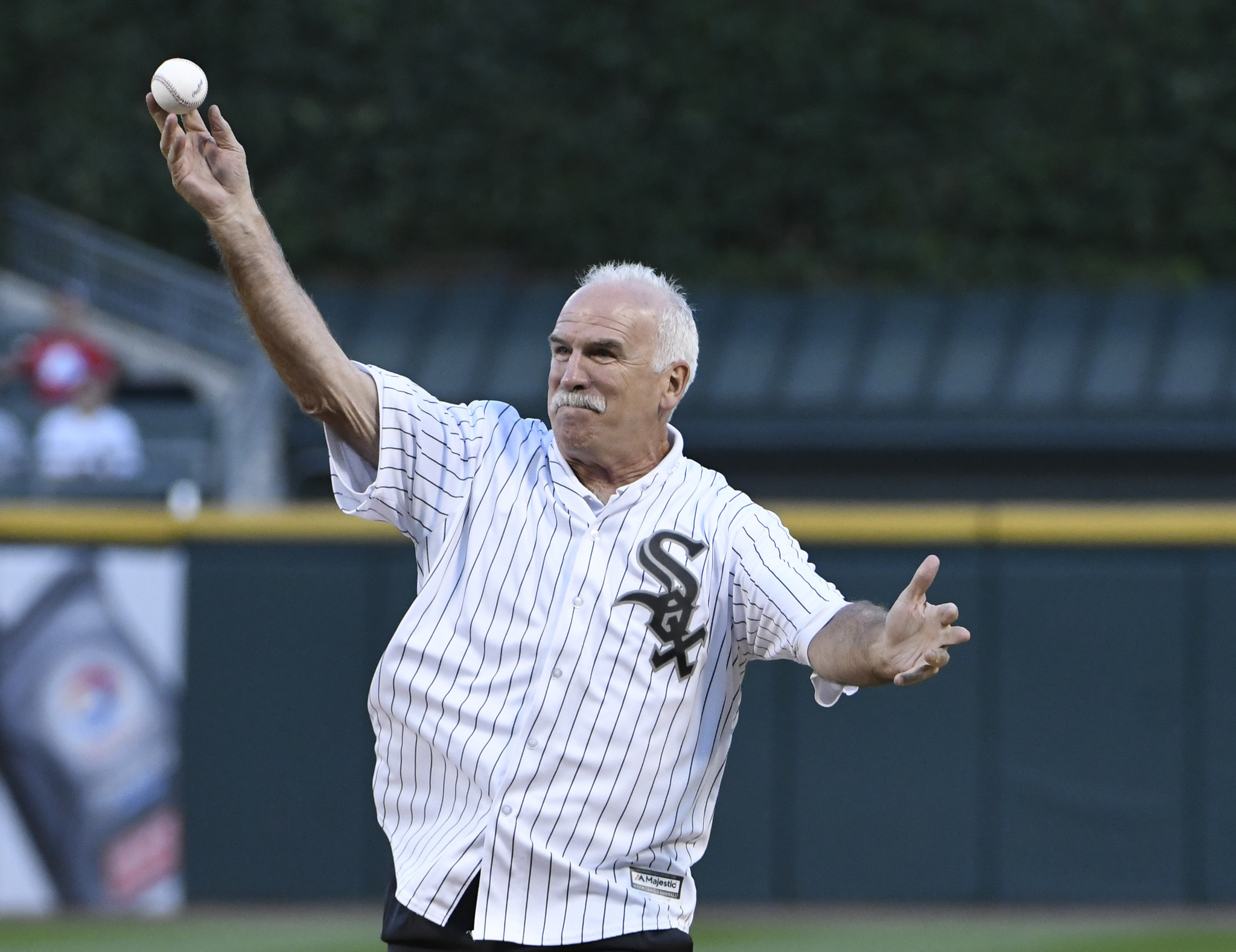 Ct-joel-quenneville-first-pitch-white-sox-spt-0824-20170823