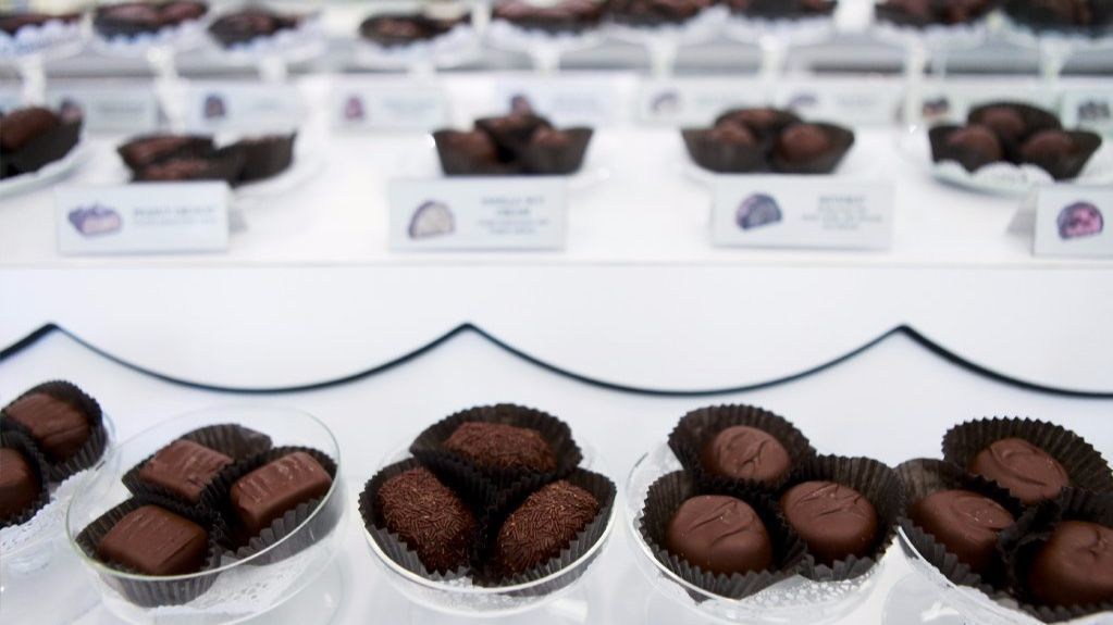 See's Candies Shop Locator | With the most up-to-date shop information including directions, hours, and phone numbers for all of our See's locations.