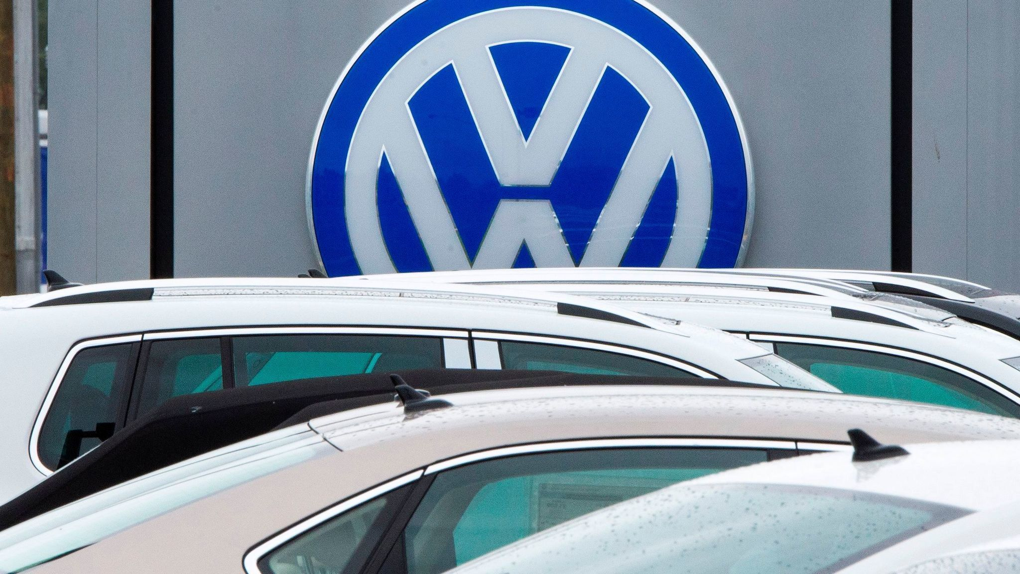 Volkswagen Engineer Gets Prison Term And 200 000 Fine In