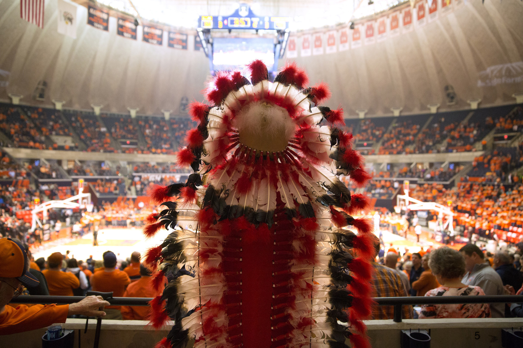 an argument against the dismissal of chief illiniwek the mascot of the university of illinois due to