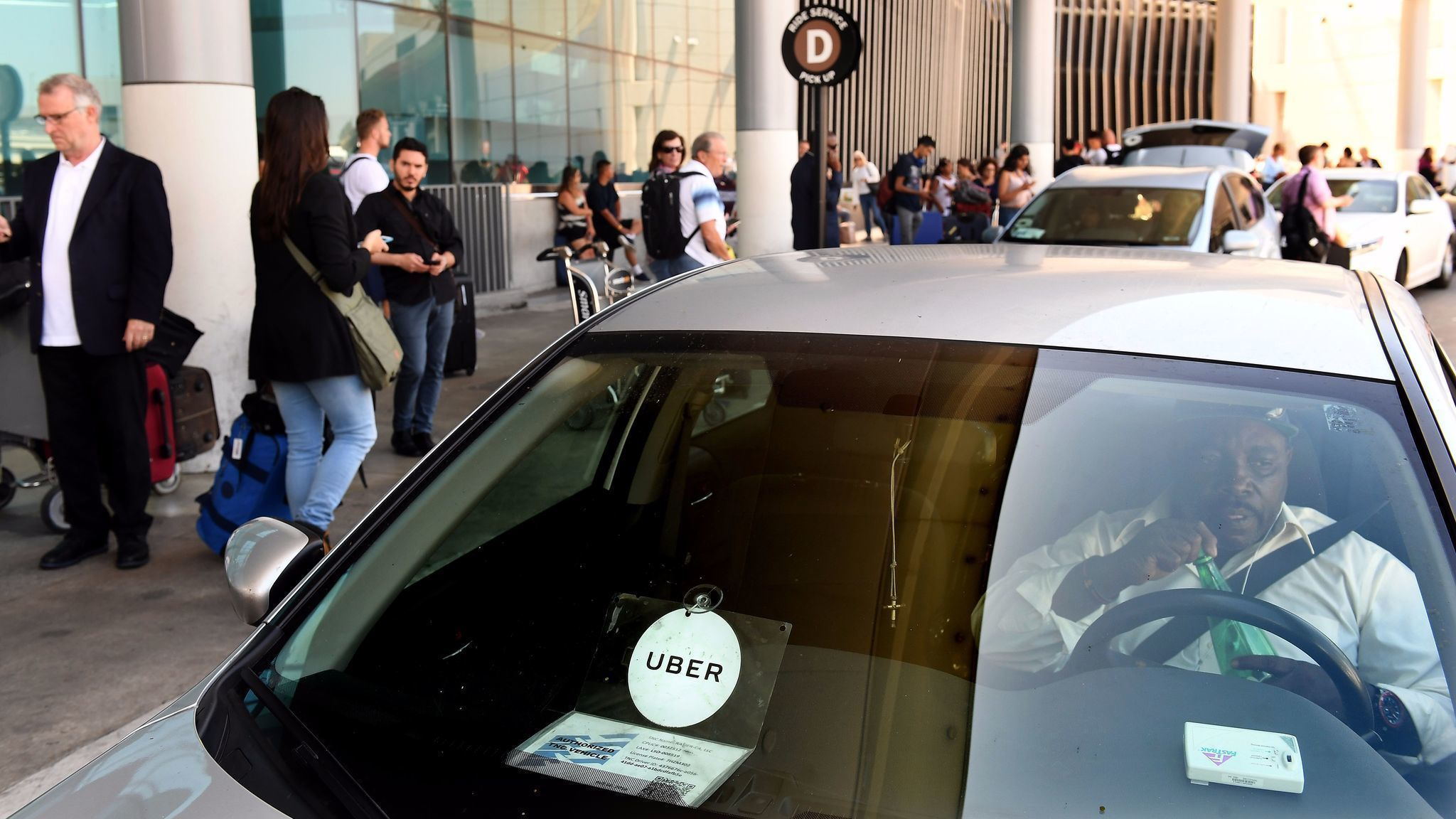 uber says it u0026 39 ll stop tracking riders after they u0026 39 re dropped