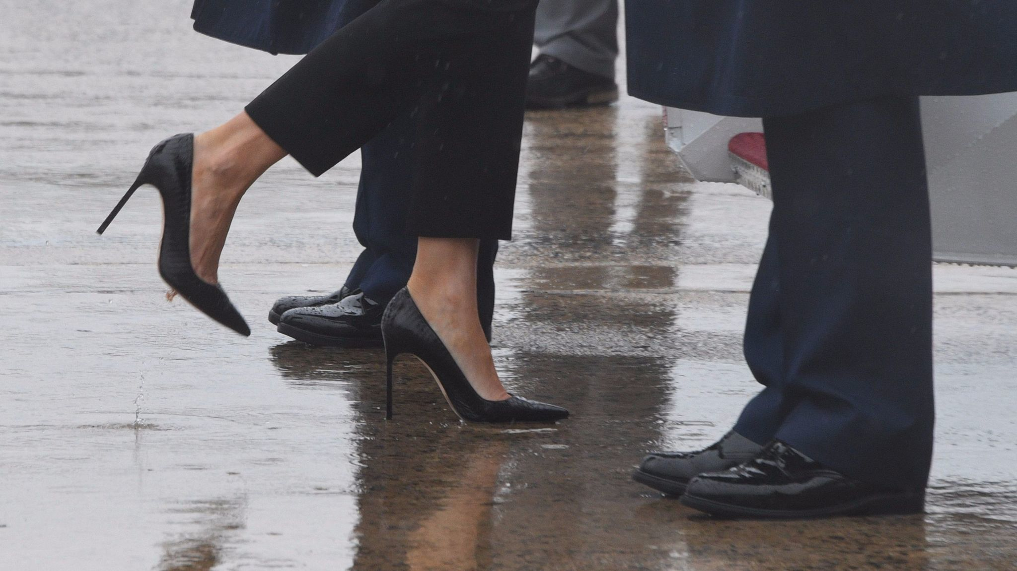 First Lady Melania Trump boards Air Force One in heels to visit Hurricane Harvey victims. (AFP/Getty Images)