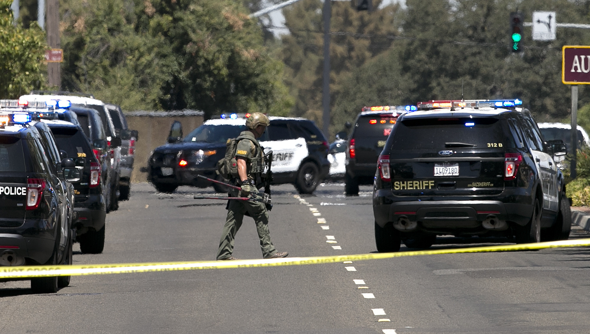 Sheriff 39 s deputy is killed and two chp officers are for Dept of motor vehicles sacramento ca