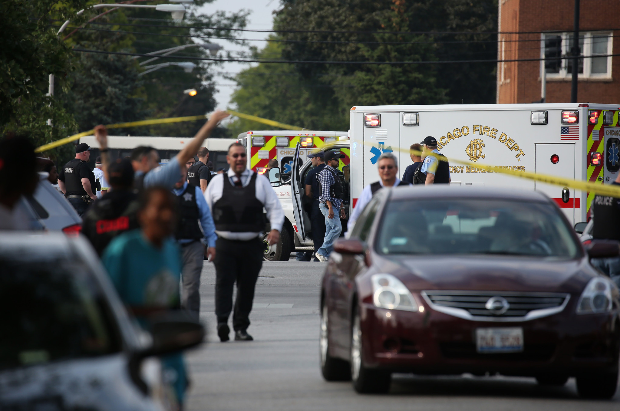 6339 s eberhart ave chicago il - 14 Hours In Chicago Girl 13 Wounded 5 Shot In Lawndale Police Fire At Gunman Chicago Tribune