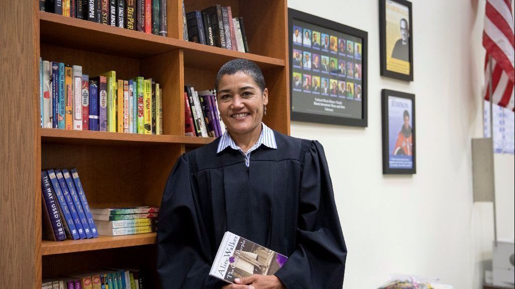 Cook County judge gives books - and hope - to juveniles she sentences