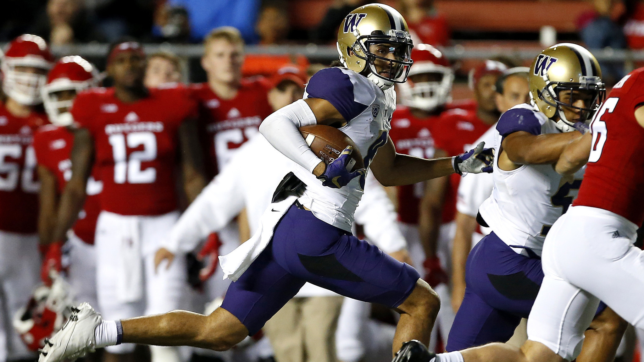Dante Pettis woke up No. 8 Washington just before halftime with his sixth  career punt return for a touchdown and Jake Browning threw two second-half  ...