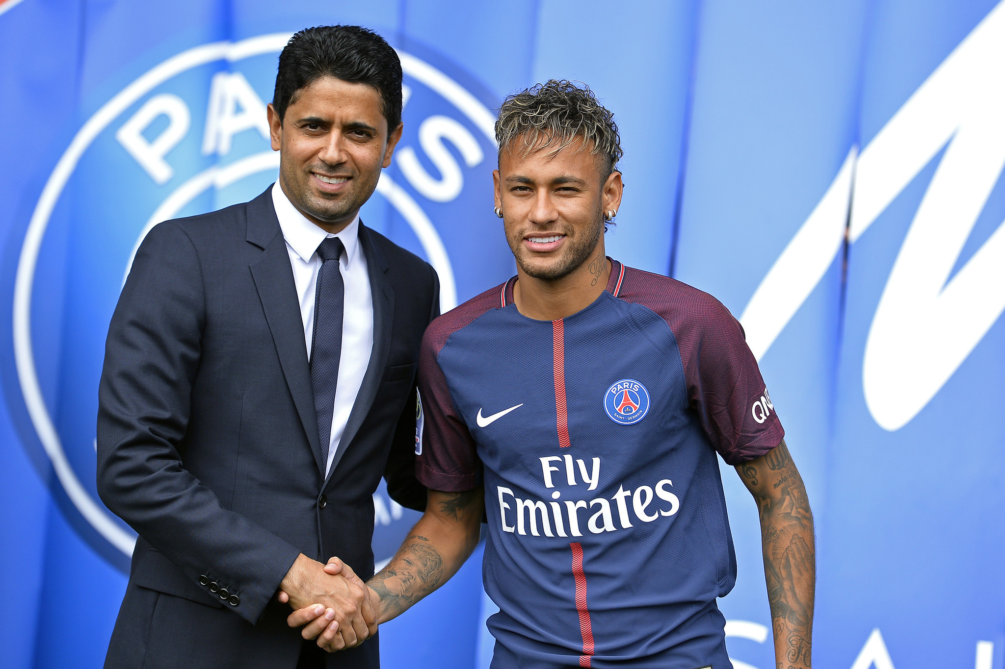 http://www.trbimg.com/img-59acccaa/turbine/ct-hoy-top-5-of-the-week-psg-buys-barca-cries-and-luxembourg-flies-20170903