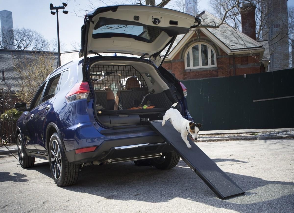 best new cars for dogs chicago tribune. Black Bedroom Furniture Sets. Home Design Ideas