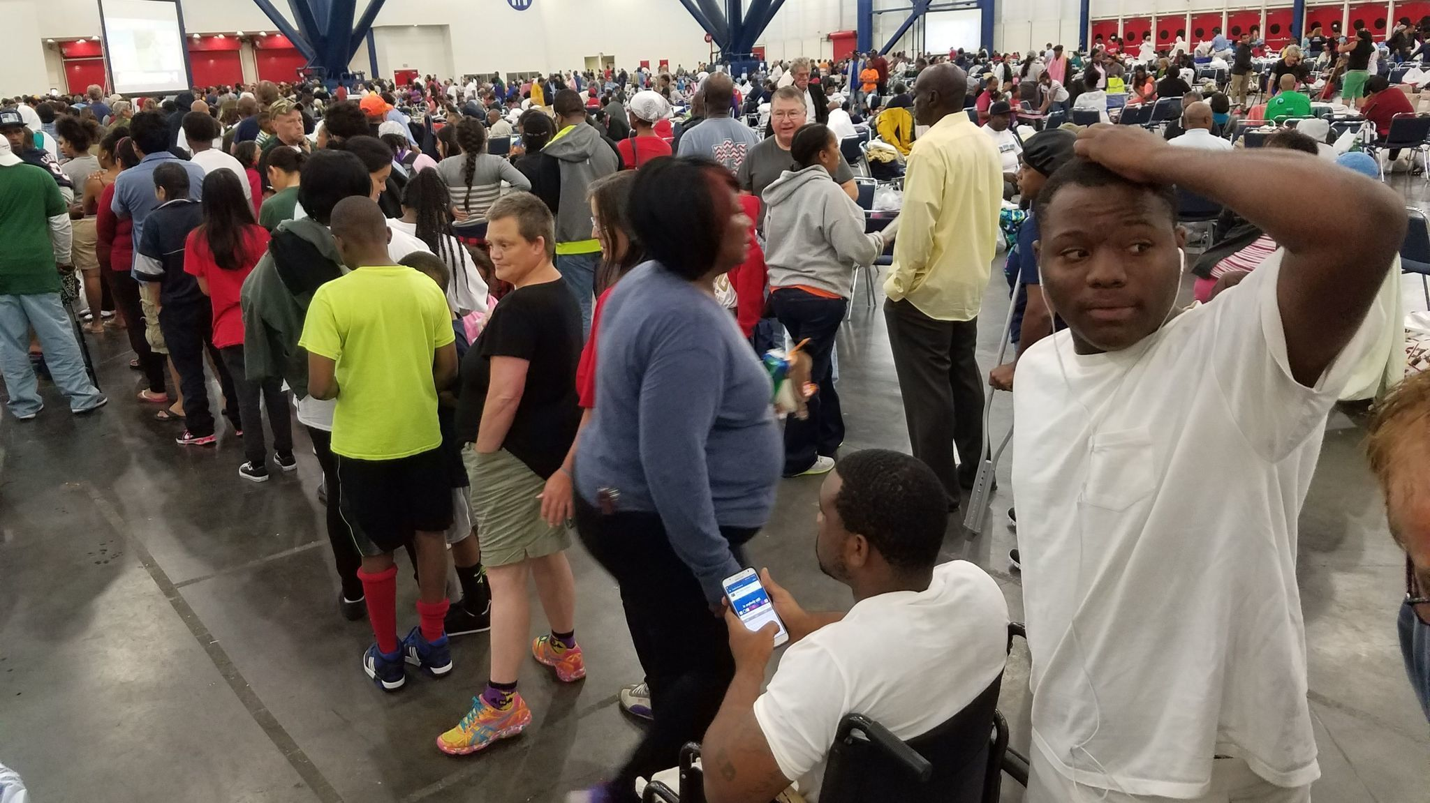 A 'crazy difficult' scene at the Houston convention center as thousands of flood victims jostle for shelter - LA Times