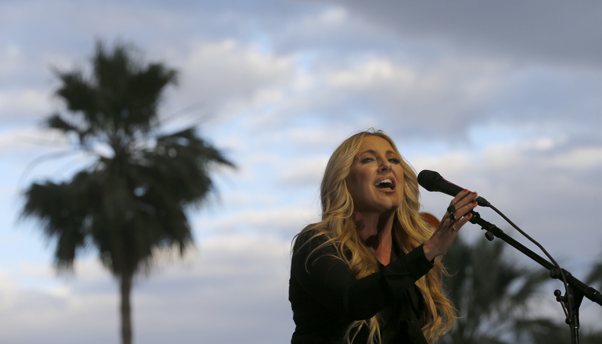 Lee Ann Womack performs at Stagecoach 2016.