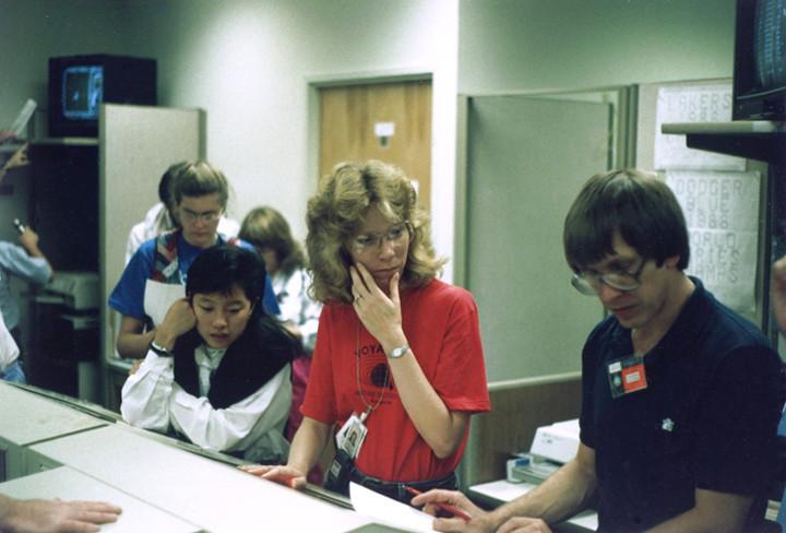 Linda Spilker with members of the Voyager team in 1989.