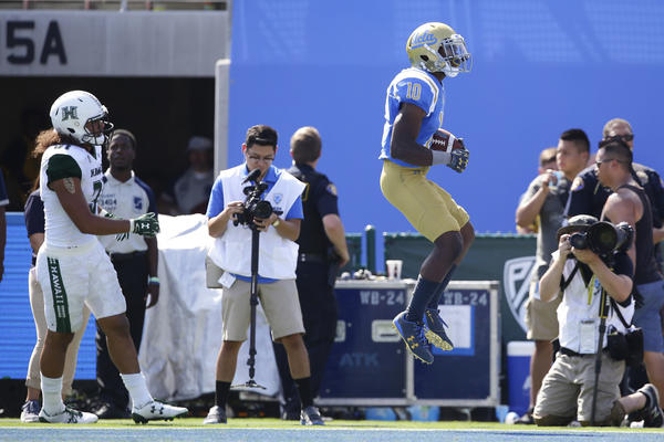 UCLA running back Demetric Felton celebrates a second-quarter touchdown run against Hawaii at the Rose Bowl. (Robert Gauthier / Los Angeles Times)