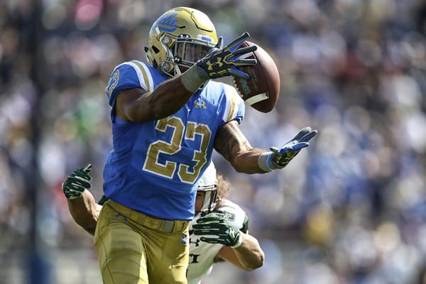 UCLA running back Nate Starks hauls in a long pass from quarterback Josh Rosen as Hawaii linebacker Jahlani Tavai chases during the second quarter. (Robert Gauthier / Los Angeles Times)