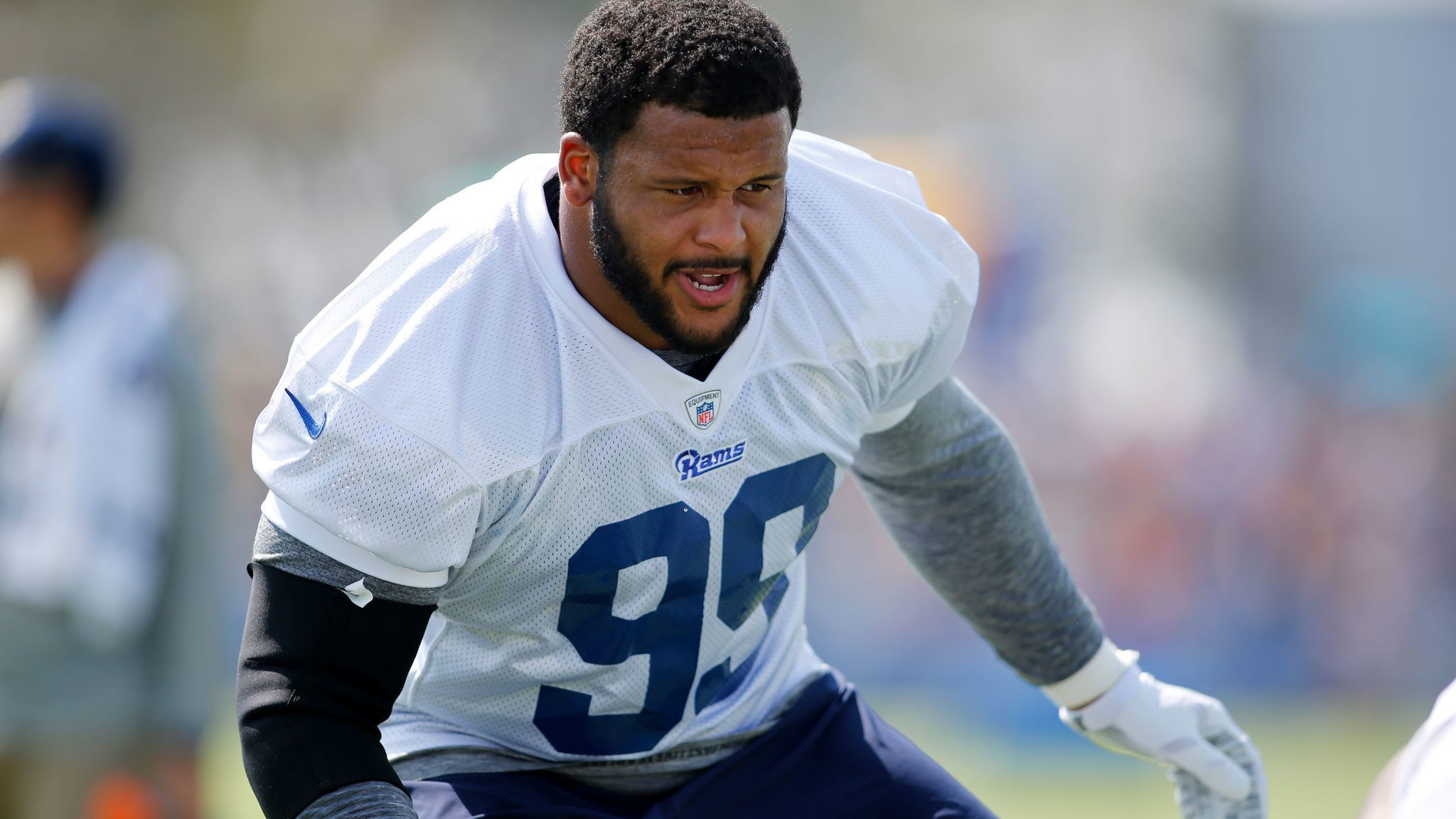 Aaron Donald ends holdout and reports to Rams on eve of opener