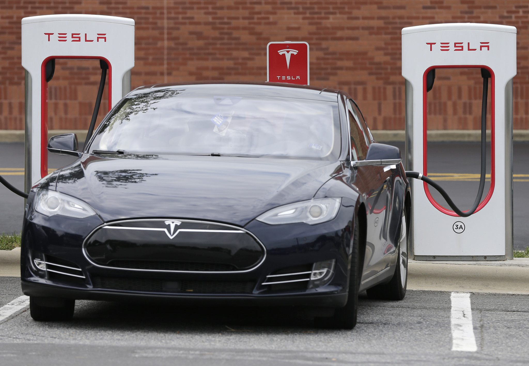 Tesla Adds Charging Stations In Downtown Chicago Chicago Tribune