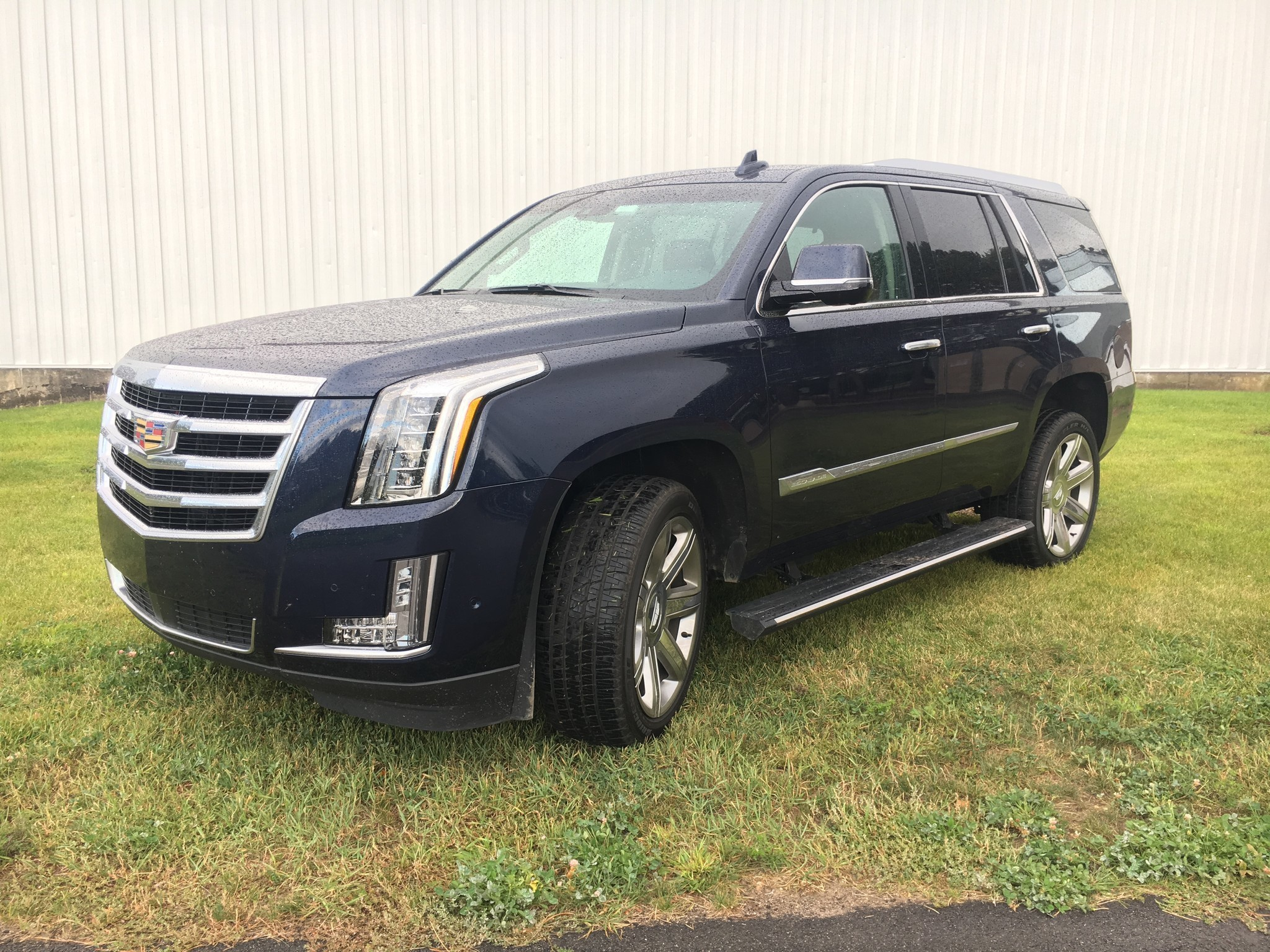 auto review 2017 cadillac escalade full size suv comes up short chicago tribune. Black Bedroom Furniture Sets. Home Design Ideas