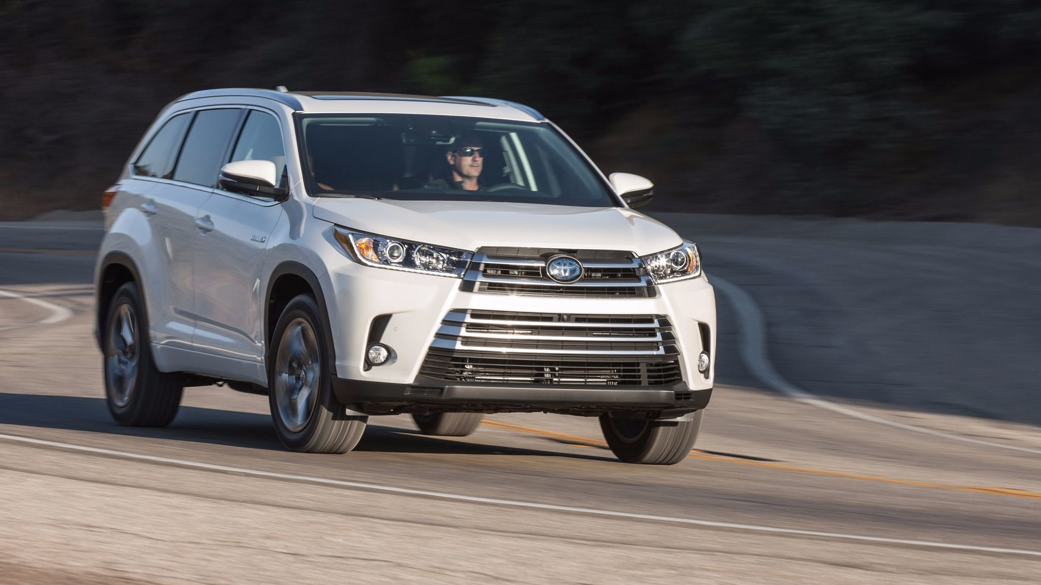 motion makes hybrid informations highlander quarters three suv in photos toyota articles drivers