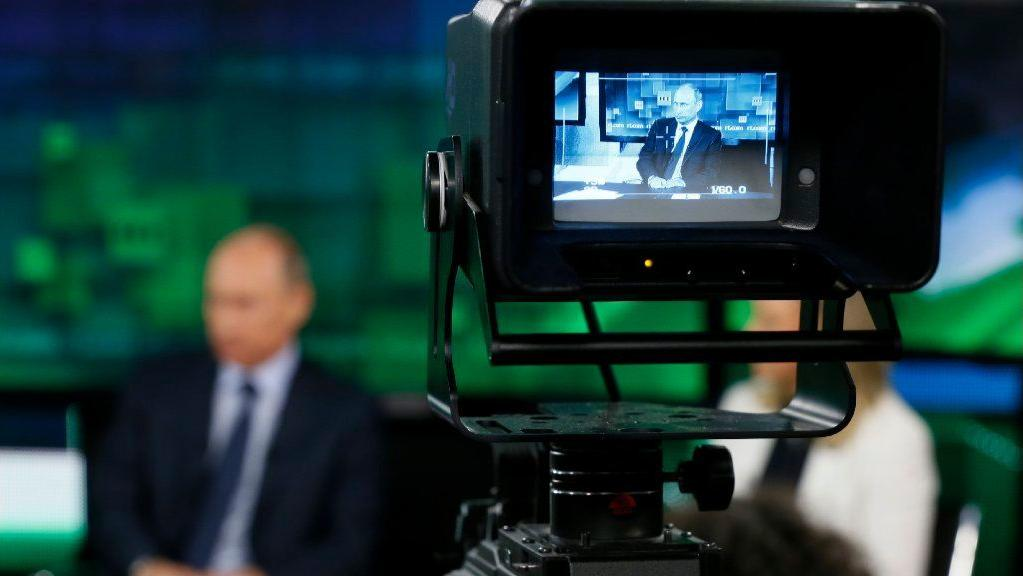 Russian Federation  says it plans to retaliate against USA  owned media in Moscow
