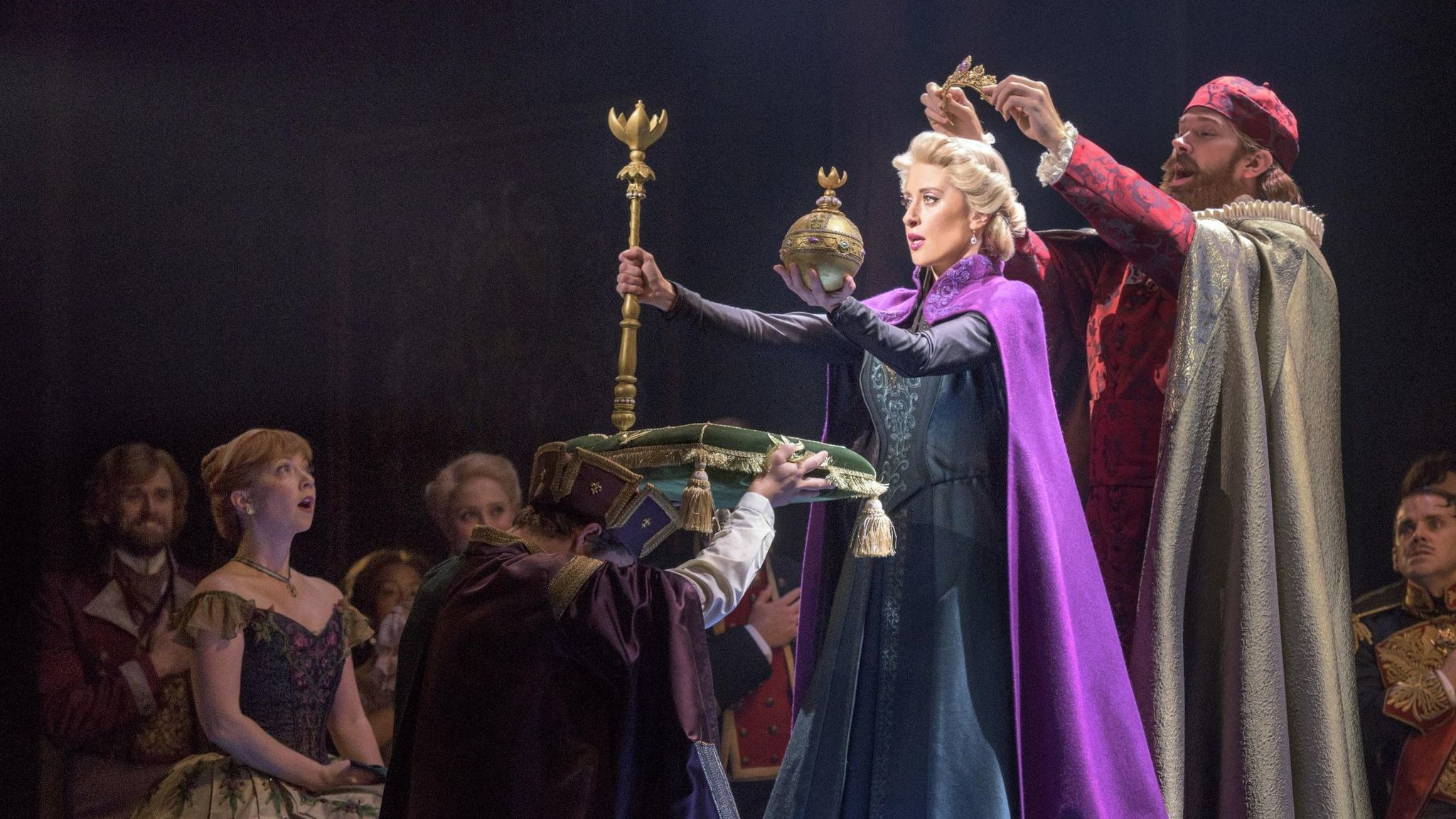 In Denver Disney S Frozen Musical Plays It Too Safe With Elsa And Anna Chicago Tribune