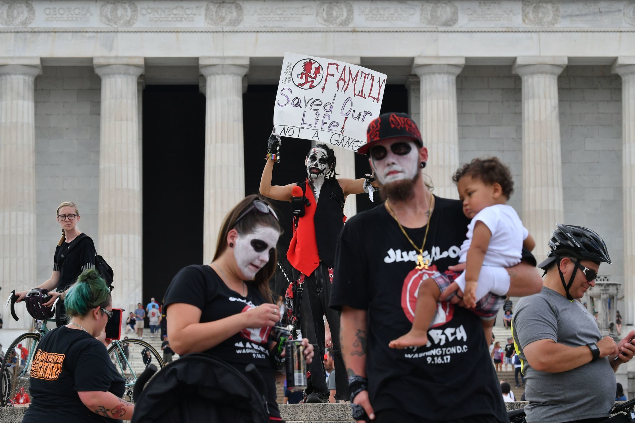Pro-Trump rally draws hundreds, outnumbered by Juggalos ...
