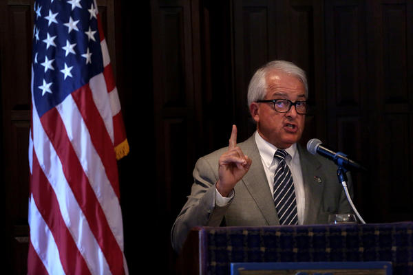 Republican gubernatorial candidate John Cox speaks to the Lincoln Club of Riverside County in June. (Rick Loomis / Los Angeles Times)