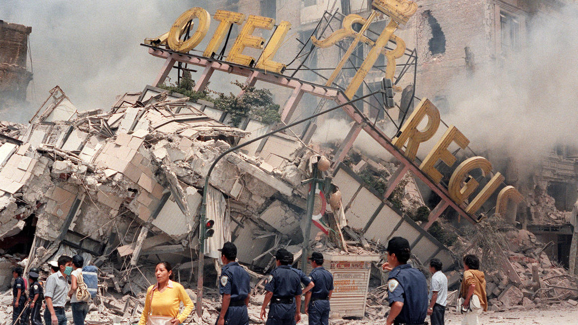 The ruins of Hotel Regis in Mexico City after the 1985 temblor.