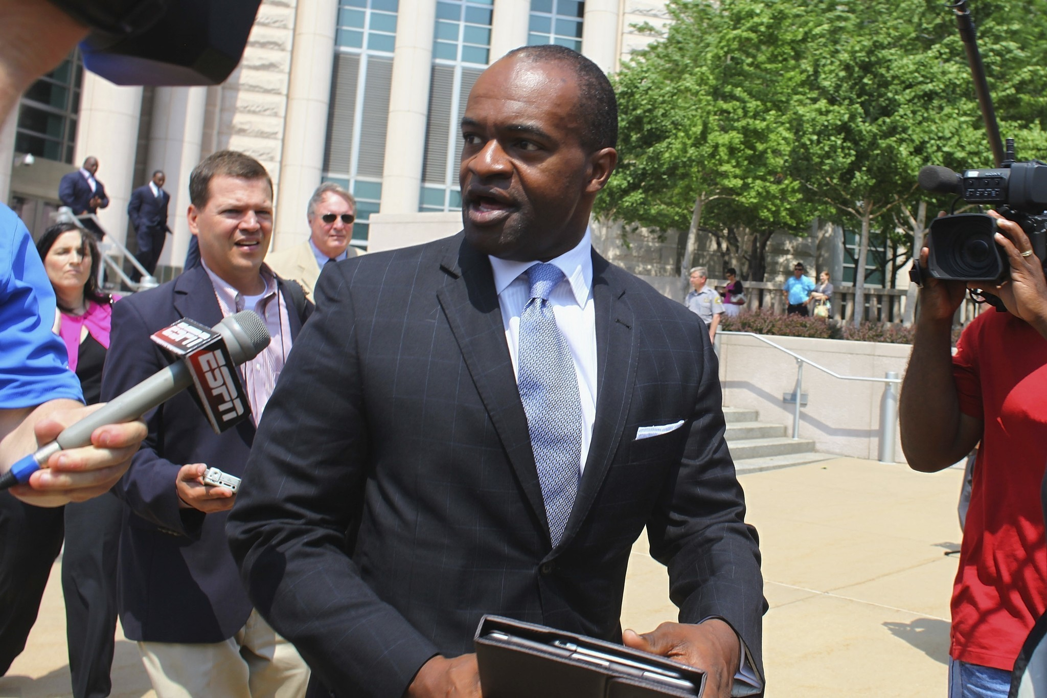 Ct-demaurice-smith-re-elect-nflpa-executive-director-20170919