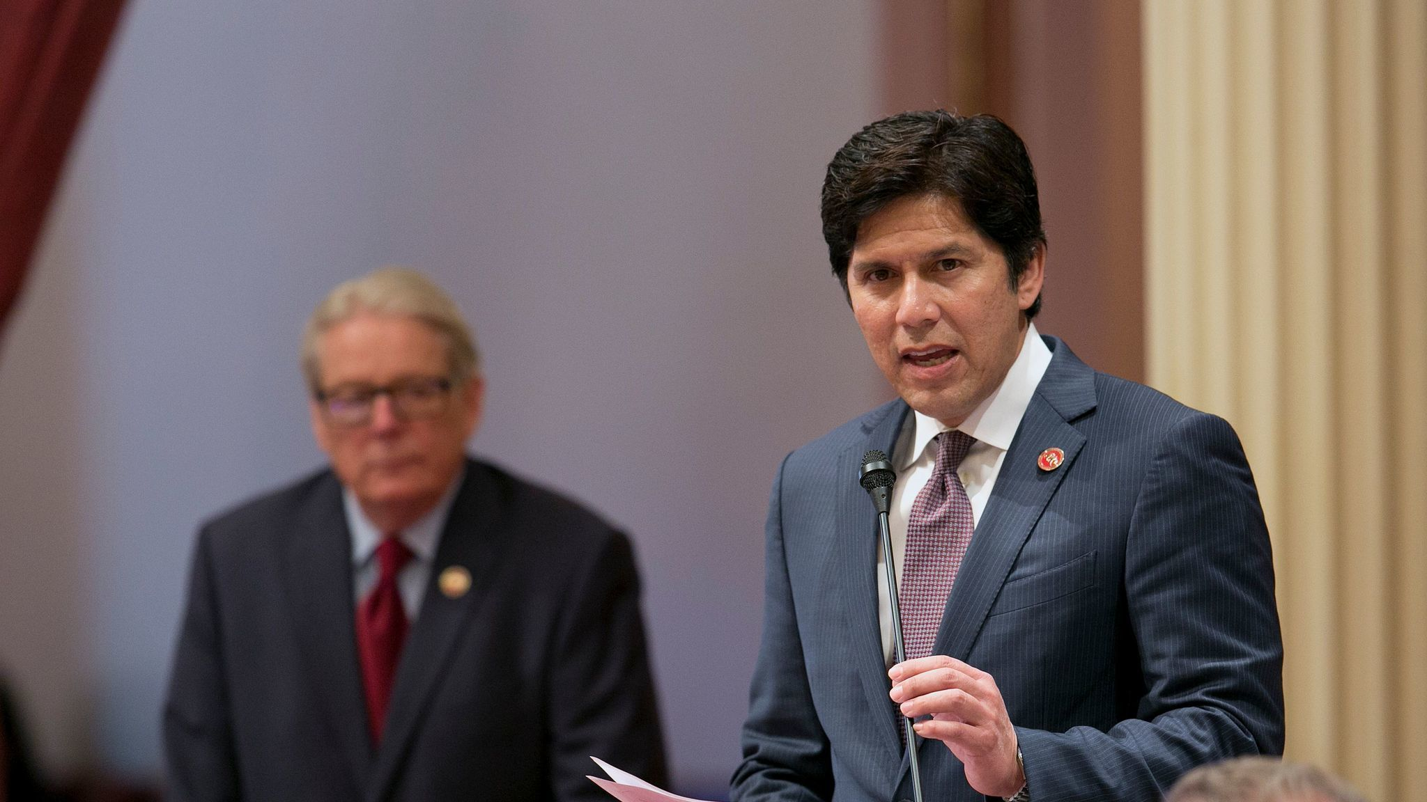 State Senate President Pro Tem Kevin de León, D-Los Angeles, speaks during the last regular Senate floor session of the year. (Rich Pedroncelli / AP)