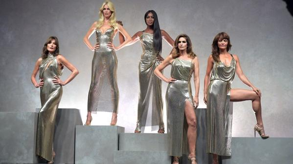 Original '90s supermodels close the Versace show as a tribute to Gianni Versace