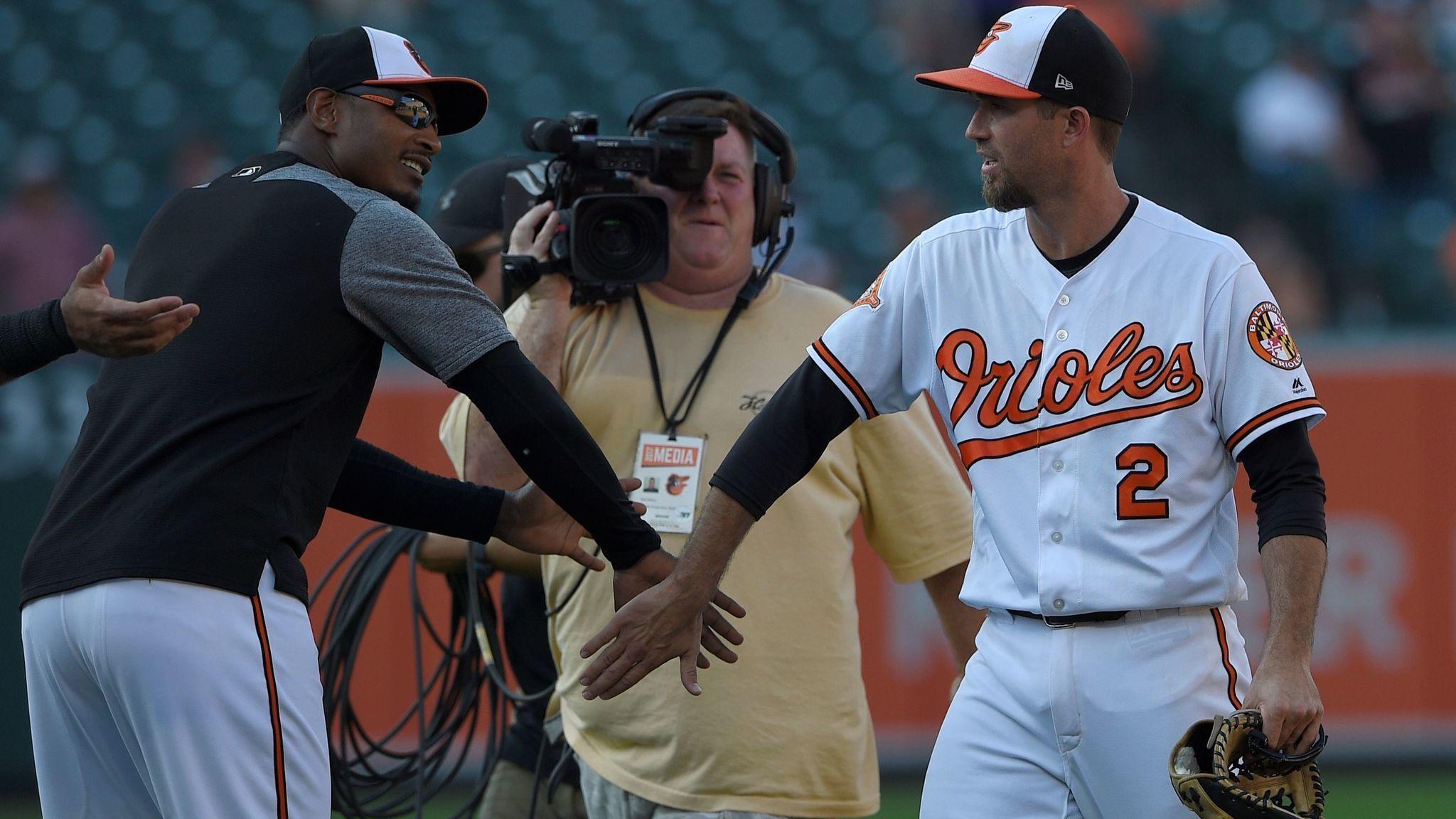 Adam Jones Leaves Sundays Orioles Game With General Leg Soreness