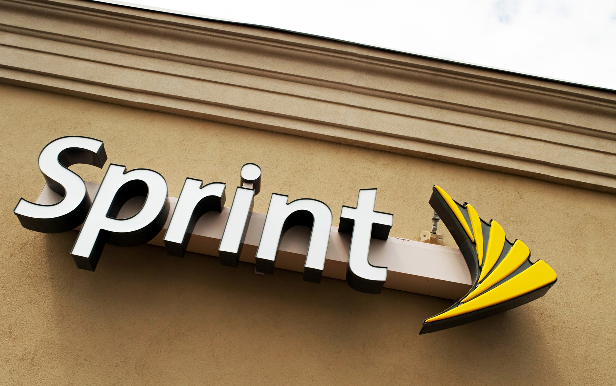 at t t mobile merger The ceos of t-mobile and sprint made the case for their merger before a senate  subcommittee wednesday, in the first hurdle on their race to.