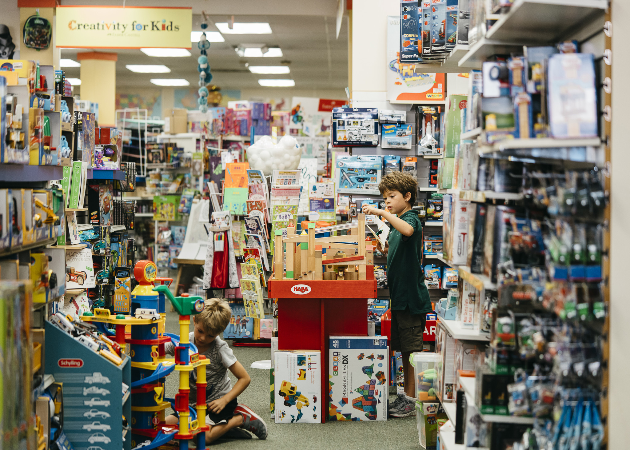 why neighborhood toy stores are thriving while toys r us goes bankrupt chicago tribune. Black Bedroom Furniture Sets. Home Design Ideas