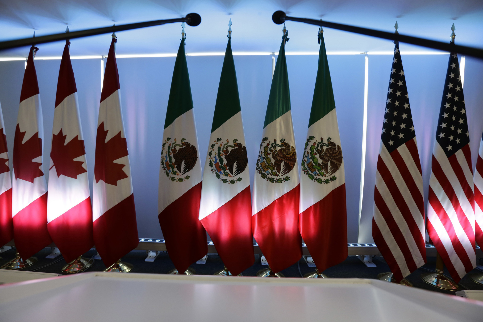 a look at the north american free trade agreement and its effect on united states economy The arguments for and against the north american free-trade agreement (nafta) before its launch on january 1st 1994 were despite a strong economy, american states are desperate for nafta should show how regional deals can be bridges to wider liberalisation the united states.