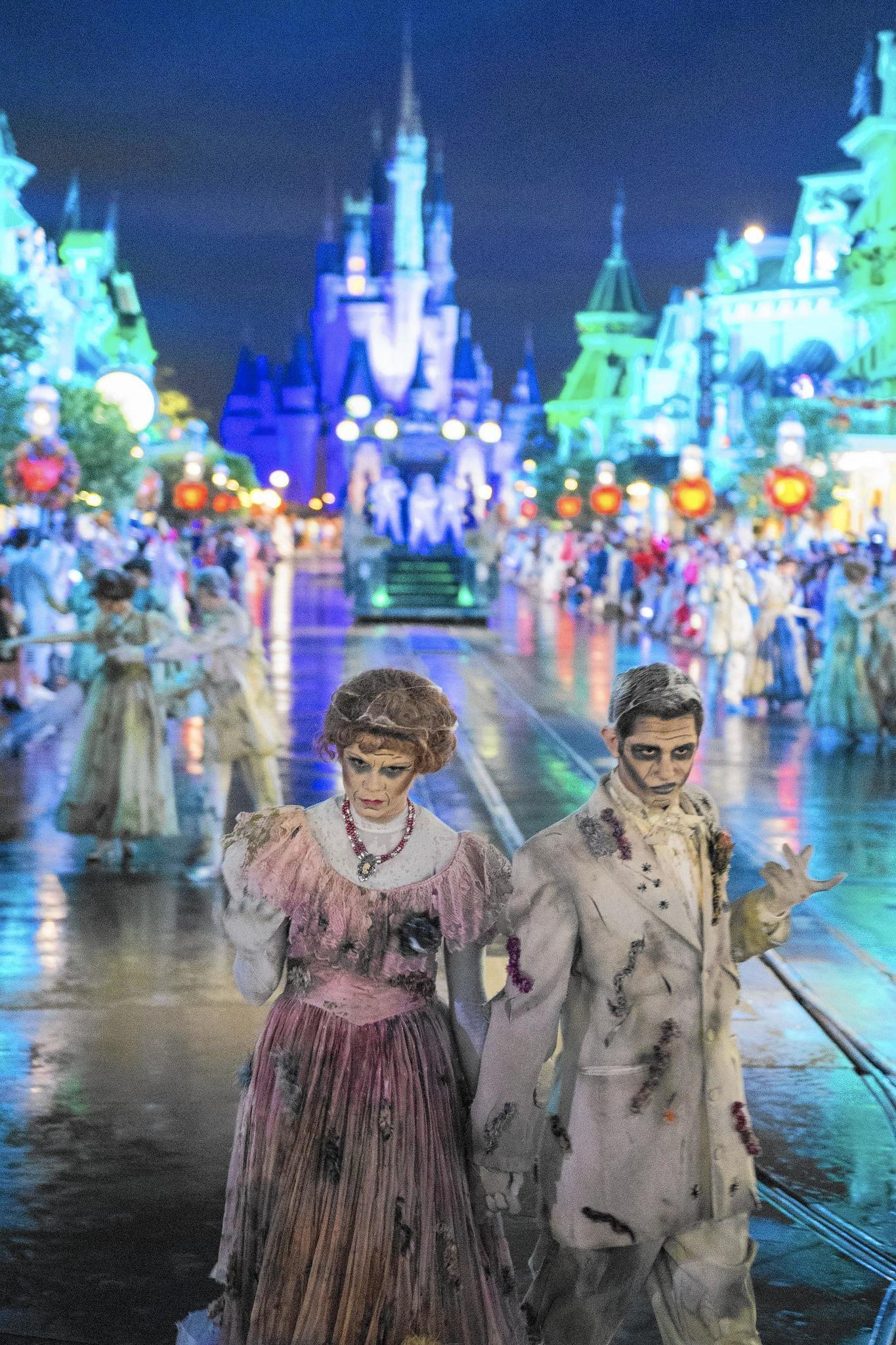 Disney S Not So Scary Halloween Party A Grand Spooky