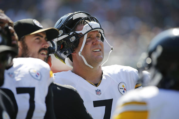 Pittsburgh Steelers quarterback Ben Roethlisberger looks at the scoreboard during a game against the Chicago Bears on Sunday. (Charles Rex Arbogast / Associated Press)
