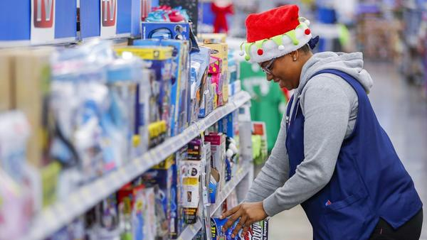 Wal-Mart's holiday gift to employees: More hours of work