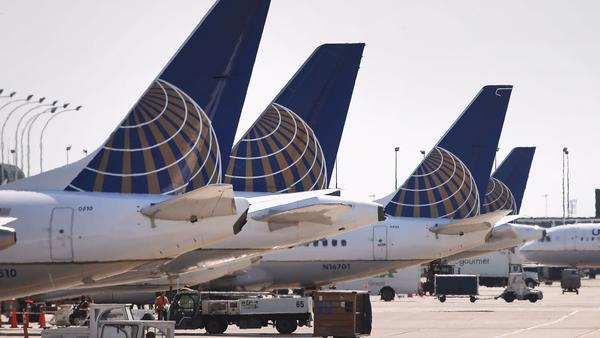 United Airlines to let passengers on overbooked flights bid on price to give up seats